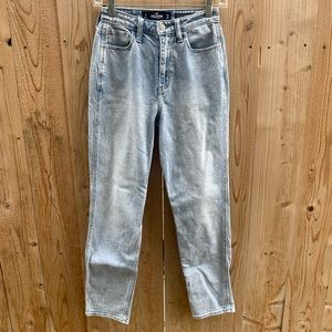 Hollister Ultra High-Rise Vintage Style Mom Jeans